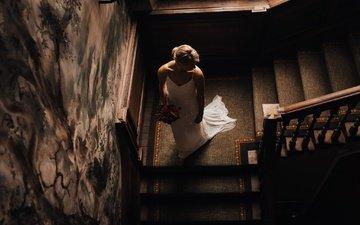 цветы, лестница, блондинка, букет, свадьба, белое платье, невеста