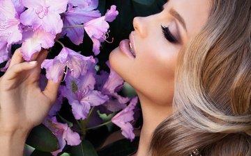цветы, рука, девушка, профиль, лицо, макияж, прическа, ресницы