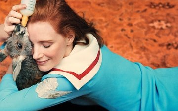 girl, smile, actress, animal, kangaroo, closed eyes, jessica chastain