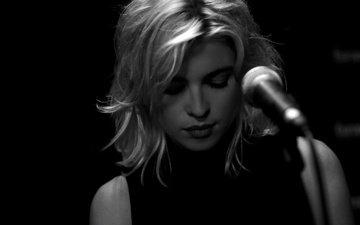 девушка, микрофон, чёрно-белое, актриса, певица, сесиль кассель