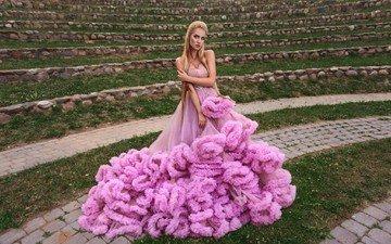 девушка, платье, блондинка, взгляд, волосы, лицо, розовое платье
