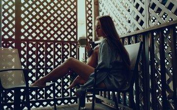 девушка, интерьер, дизайн, поза, модель, ноги, кружка, чаепитие, фотосессия, длинные волосы, сидя