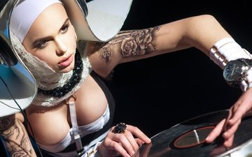 девушка, поза, модель, диджей, татуировки, пластинка, грудь