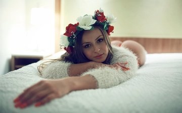 girl, pose, look, wreath