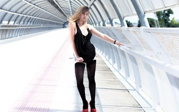 девушка, поза, взгляд, часы, модель, волосы, тоннель, maurosarangaphotography