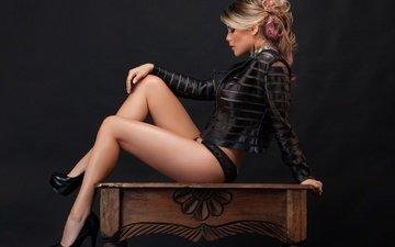 девушка, блондинка, профиль, ножки, позирует, фотомодель, закрытые глаза