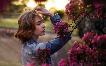 flowers, girl, garden, profile, spring, dzhinsovka