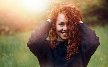девушка, улыбка, портрет, взгляд, рыжая, волосы, лицо