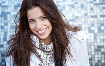 девушка, улыбка, взгляд, волосы, лицо, шатенка, длинные волосы, izabela magier