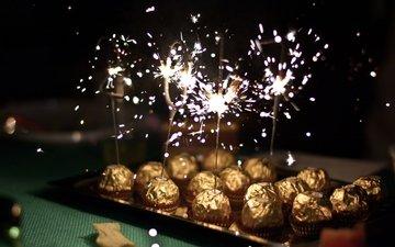 свет, конфеты, шоколад, искры, бенгальские огни