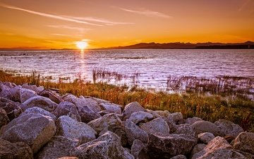 the sky, lake, the sun, stones, shore, rays, morning, horizon