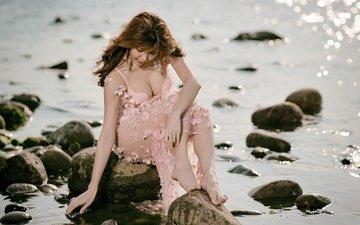 вода, природа, камни, берег, девушка, поза, декольте