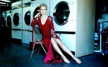 платье, блондинка, стул, актриса, макияж, прическа, фигура, туфли, в красном, фотосессия, сидя, кристен белл, andrew eccles