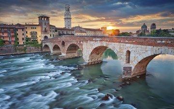 река, закат, мост, город, дома, италия, верона, яркое солнце
