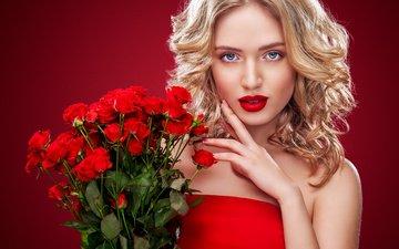 девушка, блондинка, взгляд, макияж, прическа, помада, букет роз