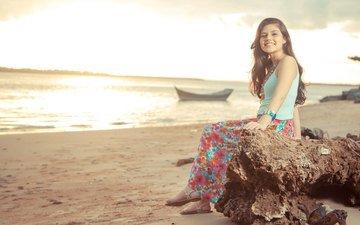 закат, девушка, море, улыбка, пляж, взгляд, побережье, волосы, лицо