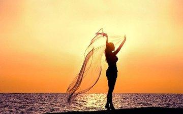 небо, вода, закат, девушка, море, поза, ткань, настроения, силуэт