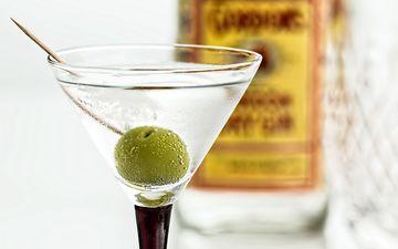 напиток, лёд, бокал, коктейль, алкоголь, оливки, мартини