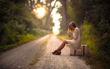 дорога, цветы, лес, девушка, настроение, чемодан