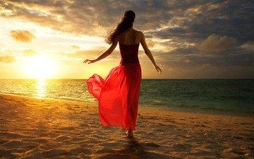 облака, солнце, берег, закат, девушка, море, поза, модель, спиной, длинные волосы, юбке