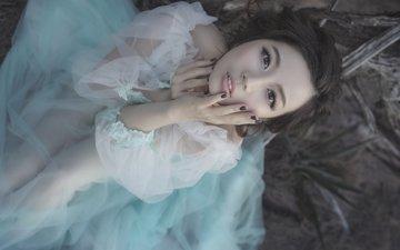 девушка, платье, волосы, лицо, руки, згляд, азиатка, маникюр