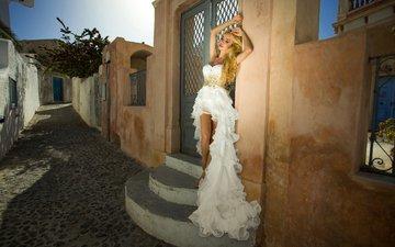 ступеньки, стиль, девушка, настроение, поза, модель, переулок, белое платье