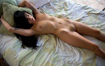 брюнетка, лежит, кровать, голая
