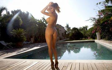 девушка, бассейн, туфли, голая, стоит