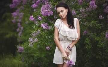 цветы, листья, девушка, брюнетка, модель, весна, браслет, белое платье, сирень, ангелина петрова