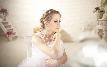 цветы, лестница, девушка, платье, блондинка, взгляд, невеста