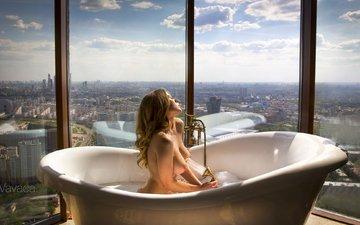 девушка, блондинка, город, взгляд, модель, грудь, окно, душ, фигура, ванна, мокрая, голая, сгрудь