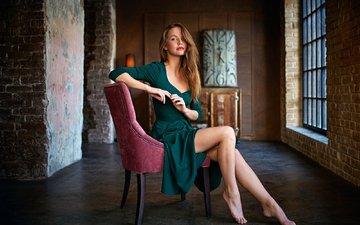 девушка, часы, модель, сидит, ножки, кресло, фотосессия, зеленое платье, kris