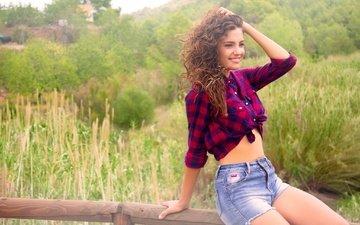 природа, девушка, улыбка, модель, рубашка, джинсовые шорты