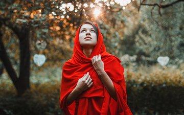 деревья, лес, закат, девушка, взгляд, сад, лицо, в красном