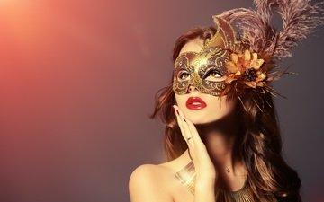 рука, девушка, фон, маска, портрет, взгляд, лицо, перья, макияж, помада