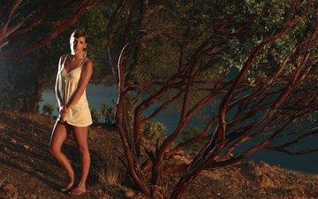 деревья, природа, берег, девушка, взгляд, модель, волосы, лицо, речка, фотосессия