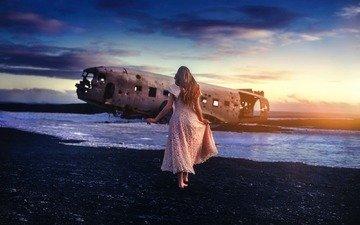 девушка, самолет, платье, обломки, виктория, tj drysdale