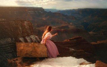 природа, девушка, пейзаж, взгляд, каньон, модель, камень, волосы, розовое платье