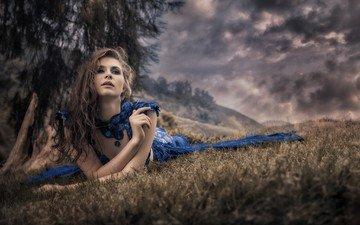 небо, природа, тучи, девушка, поза, взгляд, волосы, лицо, синее платье