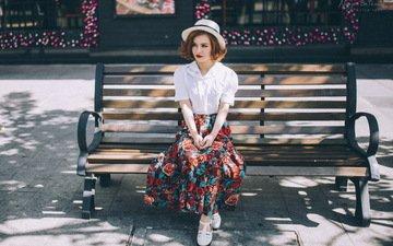 девушка, взгляд, улица, модель, волосы, скамейка, лицо, шляпа, фотосессия, сидя