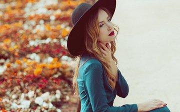 девушка, платье, блондинка, портрет, осень, модель, голубые глаза, шляпа, красная помада, фотосессия, красные ногти