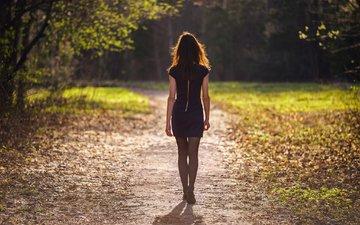 деревья, девушка, тропинка, спина, прогулка, черное платье