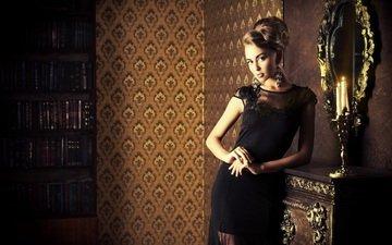 свечи, девушка, поза, зеркало, комната, макияж, прическа, черное платье