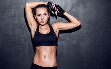 девушка, модель, перчатки, фотосессия, фитнес, спортивный бюстгальтер, руки вверх