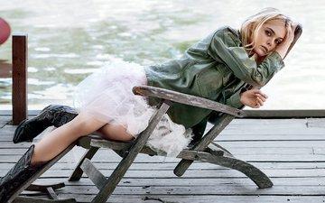 вода, блондинка, юбка, стул, актриса, сапожки, vogue, джинсовка, эль фаннинг, элли фаннинг, christian macdonald