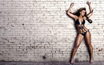 девушка, модель, грудь, белье, кирпичная стена, laura dore