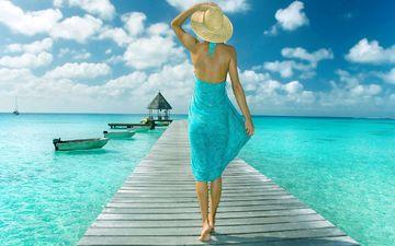 небо, облака, девушка, море, платье, лодки, пирс, шляпа