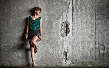 девушка, поза, стена, юбка, модель, волосы, браслет, бетон, sharon