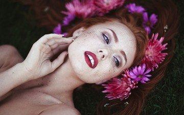 цветы, взгляд, рыжая, модель, волосы, венок, помада, веснушки, лежа, ruby james, лицо портрет, kyra karmichael, кира кармайкл