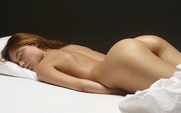 девушка, кровать, голая, попка, лежа, закрытые глаза